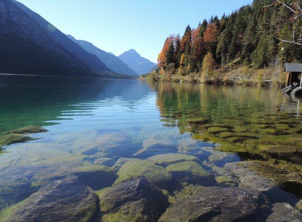 Herbstgewässer in Oberbayern