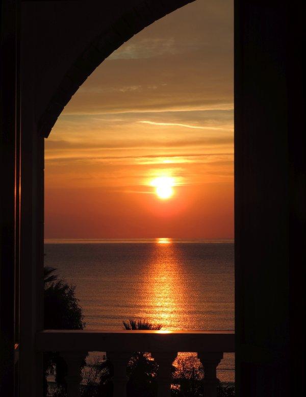 Sonnenuntergang an der Riviera