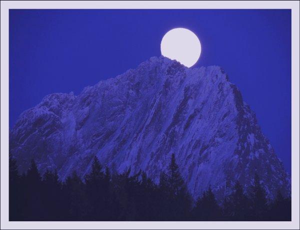 Winterlicher Mond über dem Torstein - Classic Edition